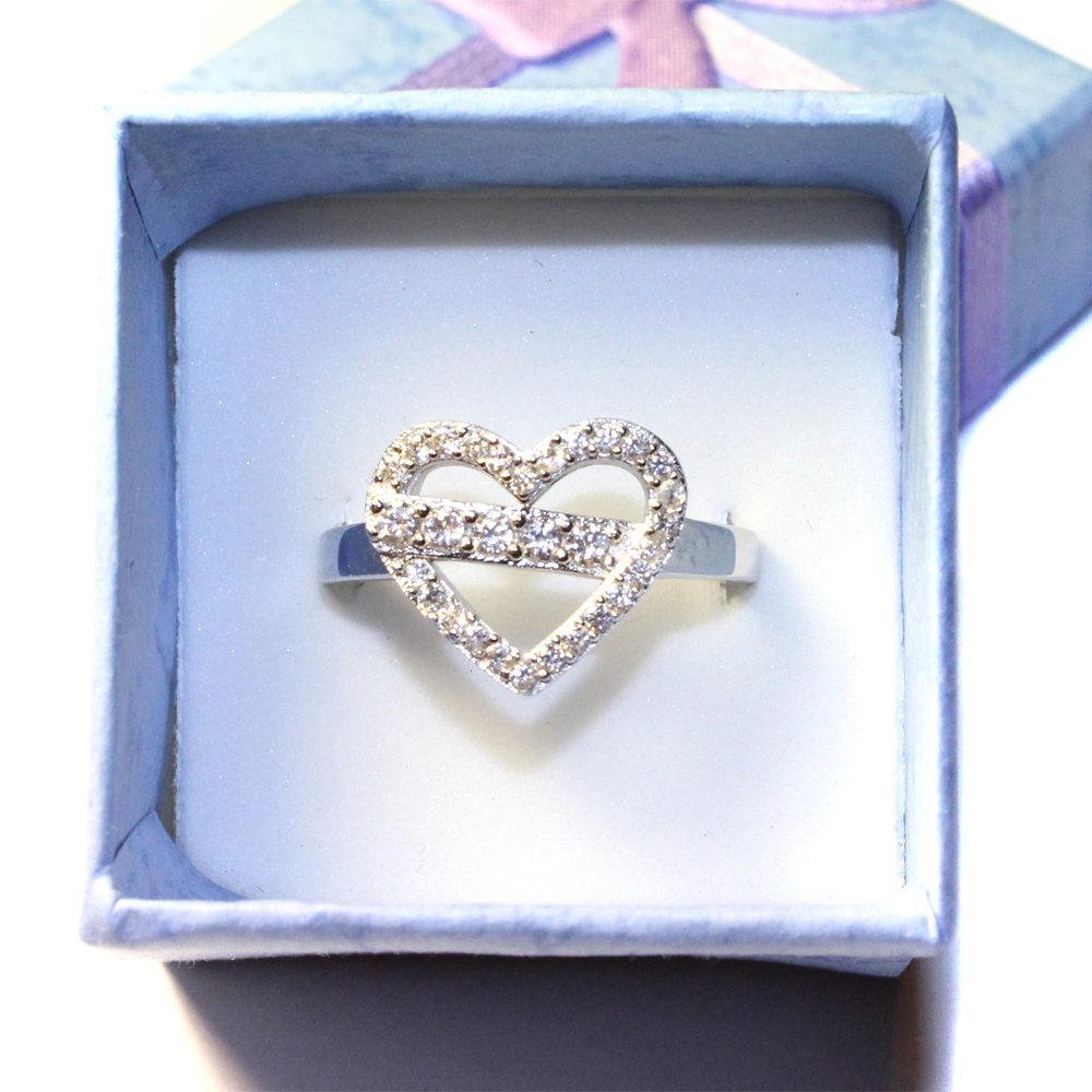 Diamond heart shaped promise ring beautiful promise rings for Heart ring box